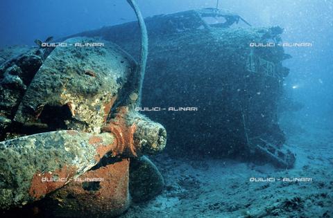 QFA-S-000003-00RS - I resti di una Fortezza Volante americana abbattuta nel 1944 nelle acque della Corsica - Data dello scatto: 1991 - Folco Quilici © Fratelli Alinari