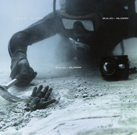 QFA-S-002157-00FQ - Nelle acque di Biblos il recupero di un reperto in bronzo di probabile età tardo-romana. Libano - Data dello scatto: 1963 - Folco Quilici © Fratelli Alinari