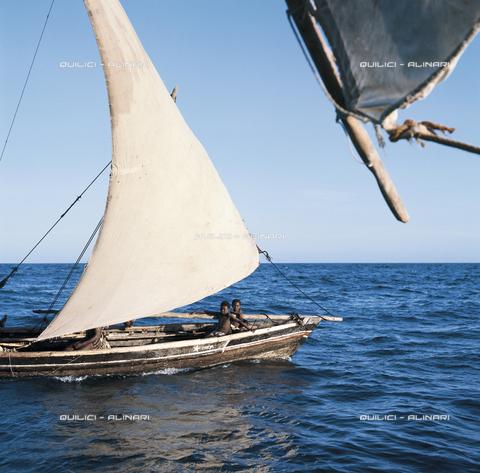 QFA-S-022251-00SM - Alla vela, barche dei pescatori badjuni nell'Oceano Indiano, tra Somalia e Kenya - Data dello scatto: 1973 - Folco Quilici © Fratelli Alinari