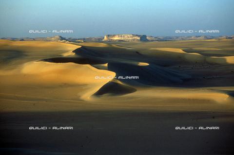 QFA-S-DIA089-00EG - Deserto a sud dell'Oasi di Siwa. - Data dello scatto: 2002 - Folco Quilici © Fratelli Alinari
