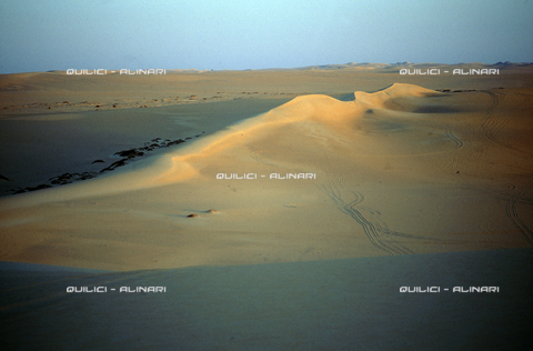 QFA-S-DIA090-00EG - Deserto a sud dell'Oasi di Siwa. - Data dello scatto: 2002 - Folco Quilici © Fratelli Alinari