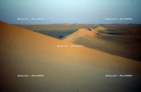 QFA-S-DIA091-00EG - Deserto a sud dell'Oasi di Siwa. - Data dello scatto: 2002 - Folco Quilici © Fratelli Alinari
