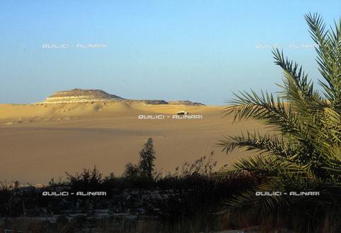 QFA-S-DIA101-00EG - Deserto a sud dell'Oasi di Siwa. - Data dello scatto: 2002 - Folco Quilici © Fratelli Alinari