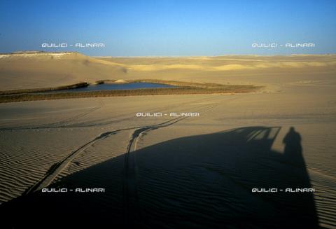 QFA-S-DIA102-00EG - Deserto a sud dell'Oasi di Siwa. - Data dello scatto: 2002 - Folco Quilici © Fratelli Alinari
