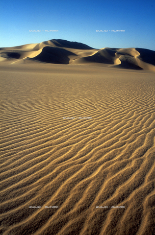 QFA-S-DIA103-00EG - Deserto a sud dell'Oasi di Siwa. - Data dello scatto: 2002 - Folco Quilici © Fratelli Alinari