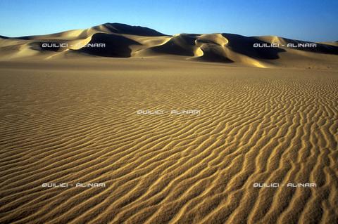 QFA-S-DIA104-00EG - Deserto a sud dell'Oasi di Siwa. - Data dello scatto: 2002 - Folco Quilici © Fratelli Alinari