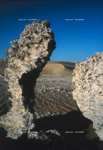 QFA-S-DIA105-00EG - Deserto a sud dell'Oasi di Siwa. - Data dello scatto: 2002 - Folco Quilici © Fratelli Alinari