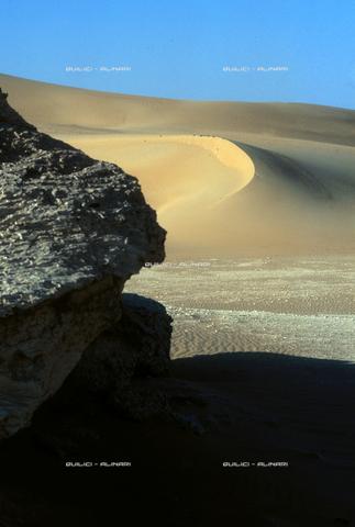 QFA-S-DIA109-00EG - Deserto a sud dell'Oasi di Siwa. - Data dello scatto: 2002 - Folco Quilici © Fratelli Alinari
