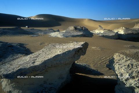 QFA-S-DIA110-00EG - Deserto a sud dell'Oasi di Siwa. - Data dello scatto: 2002 - Folco Quilici © Fratelli Alinari