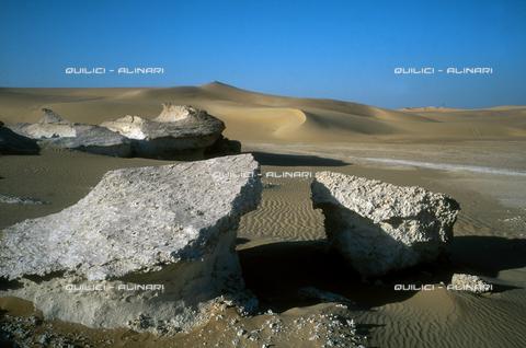 QFA-S-DIA111-00EG - Deserto a sud dell'Oasi di Siwa. - Data dello scatto: 2002 - Folco Quilici © Fratelli Alinari