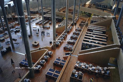 """QFA-S-DIA129-00EG - Alessandria. La ricostruzione moderna della famosa """"Biblioteca d'Alessandria"""" - Data dello scatto: 2002 - Folco Quilici © Fratelli Alinari"""