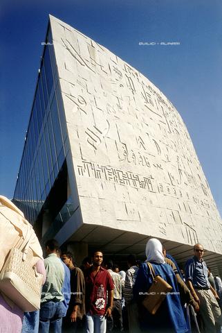 """QFA-S-DIA132-00EG - Alessandria. La ricostruzione moderna della famosa """"Biblioteca d'Alessandria"""" - Data dello scatto: 2002 - Folco Quilici © Fratelli Alinari"""