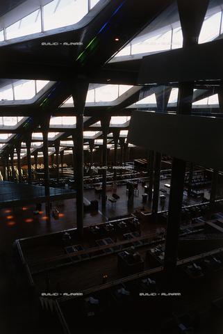 """QFA-S-DIA133-00EG - Alessandria. La ricostruzione moderna della famosa """"Biblioteca d'Alessandria"""" - Data dello scatto: 2002 - Folco Quilici © Fratelli Alinari"""