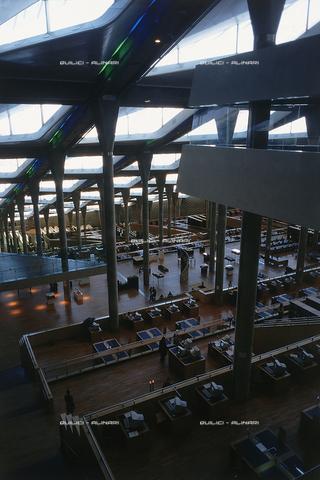 """QFA-S-DIA135-00EG - Alessandria. La ricostruzione moderna della famosa """"Biblioteca d'Alessandria"""" - Data dello scatto: 2002 - Folco Quilici © Fratelli Alinari"""