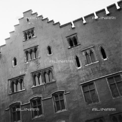RAD-A-000005-0124 - Facciata di palazzo a Regensburg - Data dello scatto: 1960-1970 - Archivi Alinari, Firenze