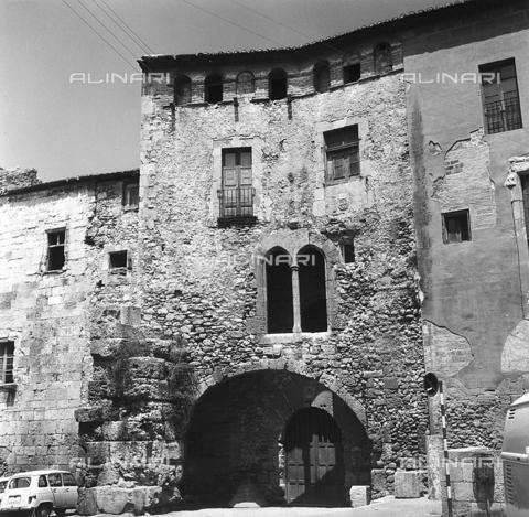 RAD-A-000006-0004 - Casa medievale di Tarragona - Data dello scatto: 1970 - Archivi Alinari, Firenze