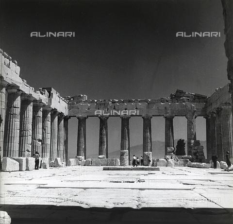RAD-A-000012-0002 - L'interno del Partenone, Acropoli, Atene - Data dello scatto: 1962 - Archivi Alinari, Firenze