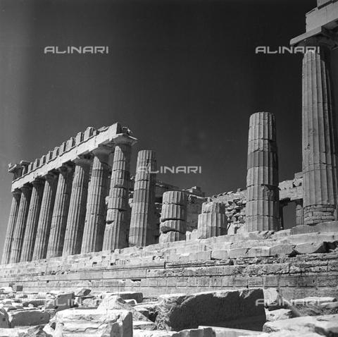 RAD-A-000012-0004 - Particolare di un fianco del Partenone, Acropoli, Atene - Data dello scatto: 1962 - Archivi Alinari, Firenze