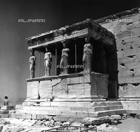 RAD-A-000012-0006 - Portico delle Cariatidi o delle Korai, Acropoli, Atene - Data dello scatto: 1962 - Archivi Alinari, Firenze