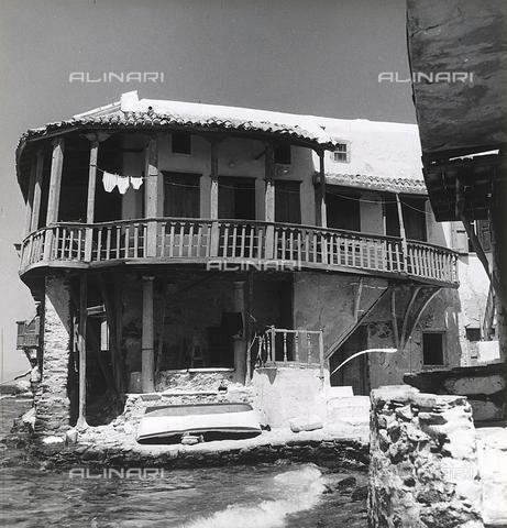 RAD-A-000012-0011 - Una caratteristica casa delle isole greche - Data dello scatto: 1962 - Archivi Alinari, Firenze