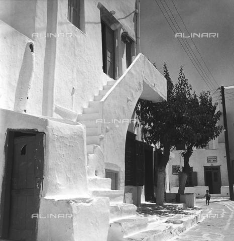 RAD-A-000012-0014 - Tipica abitazione greca - Data dello scatto: 1962 - Archivi Alinari, Firenze