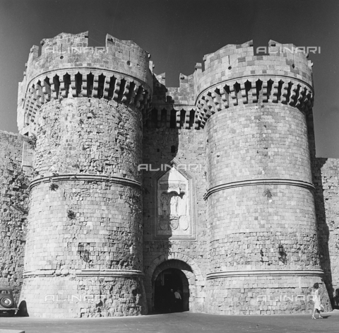 RAD-A-000012-0025 - I Torrioni di un ingresso del Palazzo del Gran Maestro a Rodi, Grecia - Data dello scatto: 1962 - Archivi Alinari, Firenze