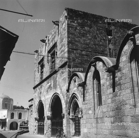 RAD-A-000012-0031 - Antica costruzione nella città vecchia di Rodi, Grecia - Data dello scatto: 1962 - Archivi Alinari, Firenze