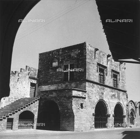 RAD-A-000012-0032 - La città vecchia di Rodi, Grecia - Data dello scatto: 1962 - Archivi Alinari, Firenze