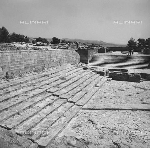 RAD-A-000012-0036 - Una gradinata del Palazzo di Cnosso nell'isola di Creta, Grecia - Data dello scatto: 1962 - Archivi Alinari, Firenze