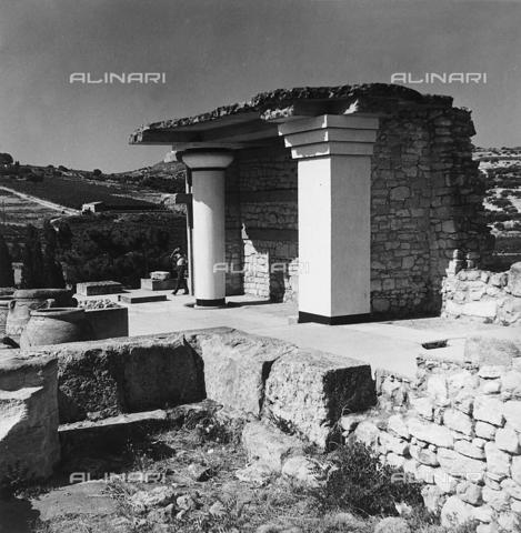 RAD-A-000012-0037 - Resti del Palazzo di Cnosso nell'isola di Creta, Grecia - Data dello scatto: 1962 - Archivi Alinari, Firenze