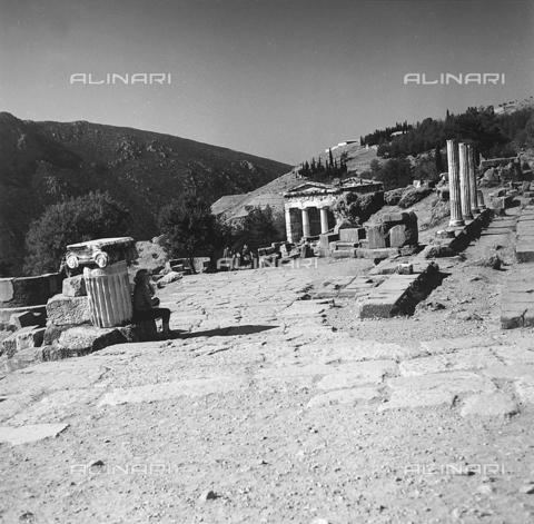 RAD-A-000012-0042 - L'aerea archeologica di Delfi in Grecia - Data dello scatto: 1962 - Archivi Alinari, Firenze