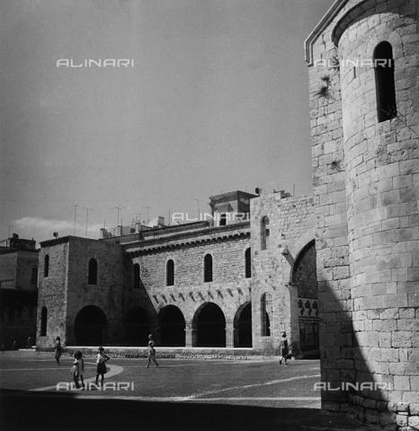 RAD-A-000013-0027 - Portico dei Pellegrini, Piazza San Gregorio, Bari