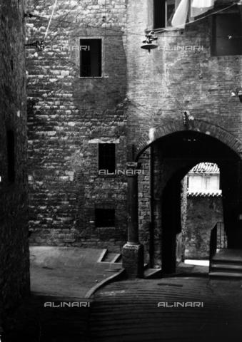RAD-A-000016-0003 - Via Bonazzi a Perugia - Data dello scatto: 09/1952 - Archivi Alinari, Firenze