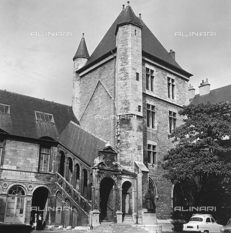 RAD-A-000018-0052 - Palais des Ducs et des États de Borgogne a Dijon - Data dello scatto: 1963 - Archivi Alinari, Firenze