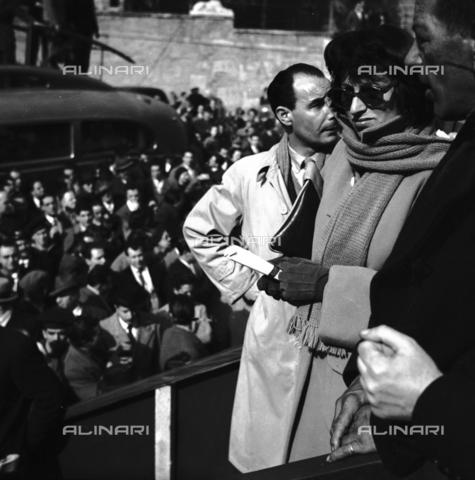 RCB-F-000917-0000 - Anna Magnani ad una manifestazione ufficiale - Data dello scatto: 1940 ca. - Archivio Bruni/Gestione Archivi Alinari, Firenze