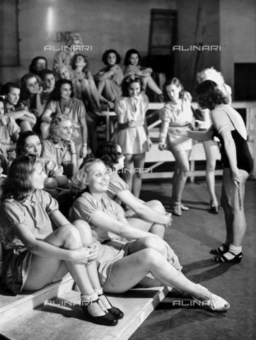 RCB-F-007972-0000 - Le ballerine di Macario - Data dello scatto: 1940 - Archivio Bruni/Gestione Archivi Alinari, Firenze