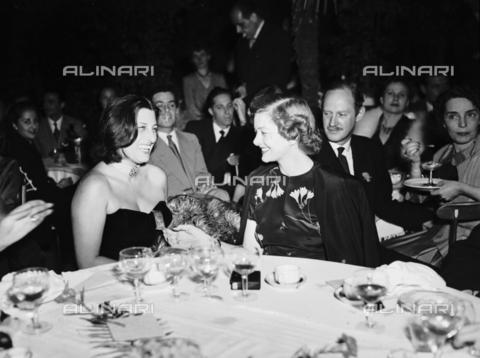 RCB-F-009155-0000 - Anna Magnani ad una serata di gala - Data dello scatto: 1948 - Archivio Bruni/Gestione Archivi Alinari, Firenze