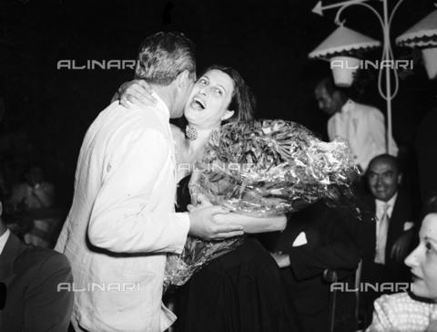 RCB-F-009156-0000 - Anna Magnani ad una serata di gala - Data dello scatto: 1948 - Archivio Bruni/Gestione Archivi Alinari, Firenze