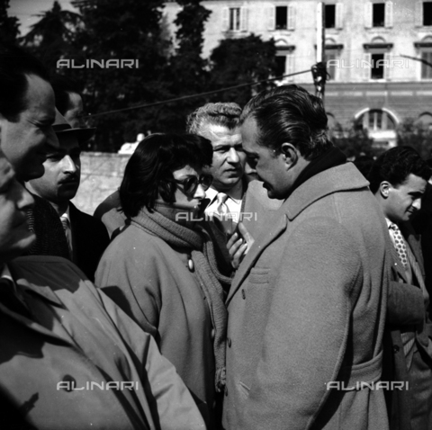 RCB-S-000917-0001 - Anna Magnani e Gino Cervi a una manifestazione politica - Archivio Bruni/Gestione Archivi Alinari, Firenze