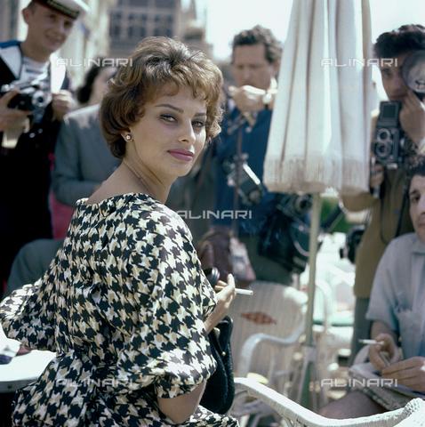 RCS-F-E10870-0000 - Ritratto dell'attrice Sophia Loren - Data dello scatto: 1955-1960 ca. - RCS / Gestione Archivi Alinari, Firenze