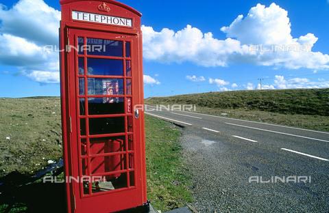 RCS-S-CP0025-2457 - Una caratteristica cabina telefonica in Scozia. Gran Bretagna - Data dello scatto: 1990-1999 - RCS / Gestione Archivi Alinari, Firenze