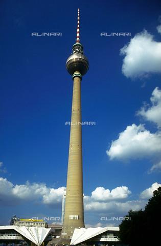 RCS-S-CP0034-3363 - La Fernsehturm (Torre della Televisione) a Berlino in Germania - Data dello scatto: 1990-1999 - RCS / Gestione Archivi Alinari, Firenze