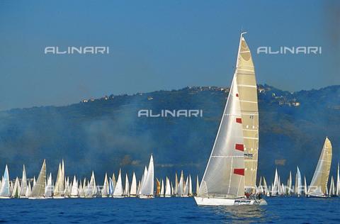RCS-S-CP0035-3425 - Italia: regata di barche a vela - Data dello scatto: 1990-1999 - RCS / Gestione Archivi Alinari, Firenze