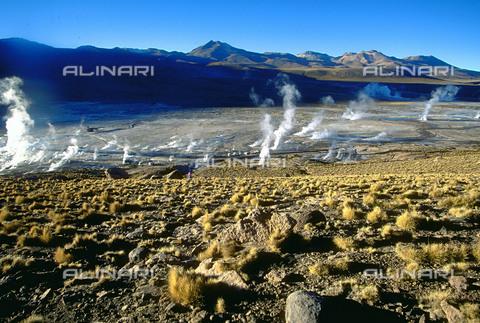 RCS-S-CP0046-4520 - I geyser del Tatio a San Pedro de Atacama, in Cile - Data dello scatto: 1990-1999 - RCS / Gestione Archivi Alinari, Firenze
