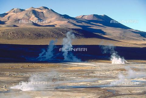 RCS-S-CP0046-4521 - I geyser del Tatio a San Pedro de Atacama, in Cile - Data dello scatto: 1990-1999 - RCS / Gestione Archivi Alinari, Firenze