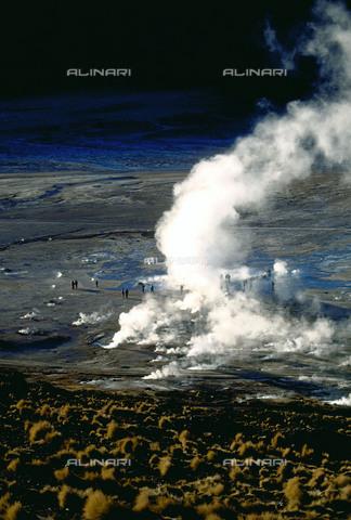 RCS-S-CP0046-4522 - I geyser del Tatio a San Pedro de Atacama, in Cile - Data dello scatto: 1990-1999 - RCS / Gestione Archivi Alinari, Firenze