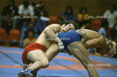 RCS-S-E10969-0015 - Incontro di lotta libera durante le Olimpiadi di Montreal del 1976 - Data dello scatto: 1976 - RCS / Gestione Archivi Alinari, Firenze