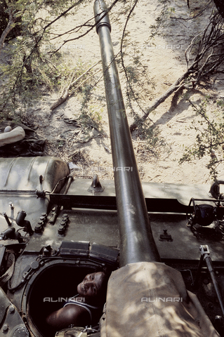 RCS-S-E14076-0011 - A tank in use in the ELF (Eritrea Liberation Front) during the war for liberation from Ethiopia - Data dello scatto: 1985 - RCS/Alinari Archives Management, Florence