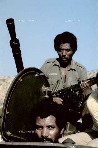RCS-S-E14076-0014 - A militiaman with armor, a member of ELF (Eritrea Liberation Front) during the war for liberation in Ethiopia - Data dello scatto: 1985 - RCS/Alinari Archives Management, Florence