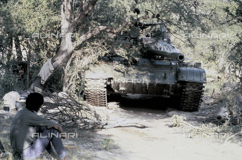 RCS-S-E14079-0002 - Tank in use by the ELF (Eritrea Liberation Front) during the war for liberation from Ethiopia - Data dello scatto: 1985 - RCS/Alinari Archives Management, Florence